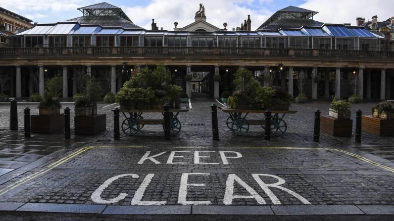 Κορωνοϊός: Στους 1.228 οι νεκροί στη Βρετανία - Πιθανή παράταση έξι μηνών για τα μέτρα