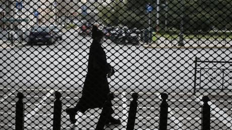 Κορωνοϊός: Οι πιο παραγωγικές ηλικίες «στόχος» του ιού στην Ελλάδα