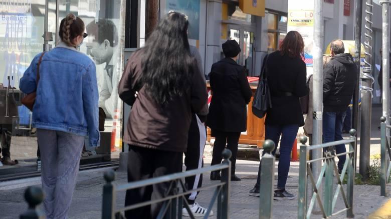 Απαγόρευση κυκλοφορίας - Θεσσαλονίκη: Ουρές έξω από τράπεζες