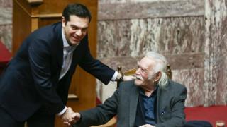 Μανώλης Γλέζος: «Θα μείνει στην αιωνιότητα ως ένα σύμβολο αγωνιστή» - Το αντίο του Αλέξη Τσίπρα