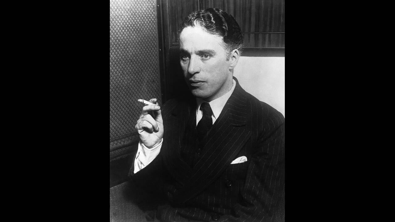 1930. Πορτραίτο του ηθοποιού και σκηνοθέτη Τσαρλς Σπένσερ Τσάπλιν, γνωστού ως Τσάρλι Τσάπλιν.