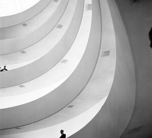 1959, Νέα Υορκη. Άποψη νέου του Μουσείου Solomon R. Guggenheim στυη Νέα Υόρκη, το οποίο προκάλεσε πολλά σχόλια, αρνητικά και θετικά με την ιδιαιτερότητά του.