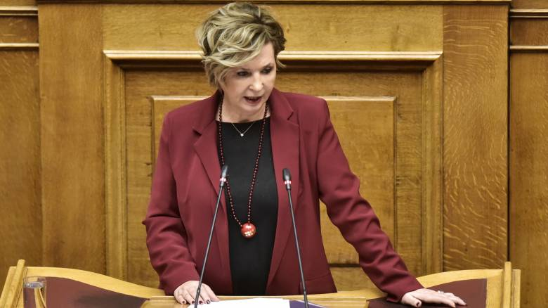 Γεροβασίλη: Υποχρεωτική η μείωση κατά 50% των βουλευτικών μισθών