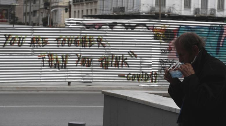 Κορωνοϊός: Οι μισοί Έλληνες πιστεύουν ότι θα κολλήσουν - Τι δείχνει νέα δημοσκόπηση