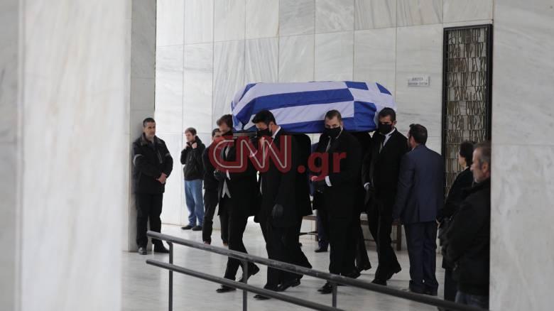Η Ελλάδα αποχαιρέτησε τον Μανώλη Γλέζο - Μεσίστια η σημαία στην Ακρόπολη