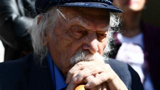 Μανώλης Γλέζος: H ΠΟΕΣΥ αποχαιρετά «τον πρώτο και τελευταίο παρτιζάνο της Ευρώπης»