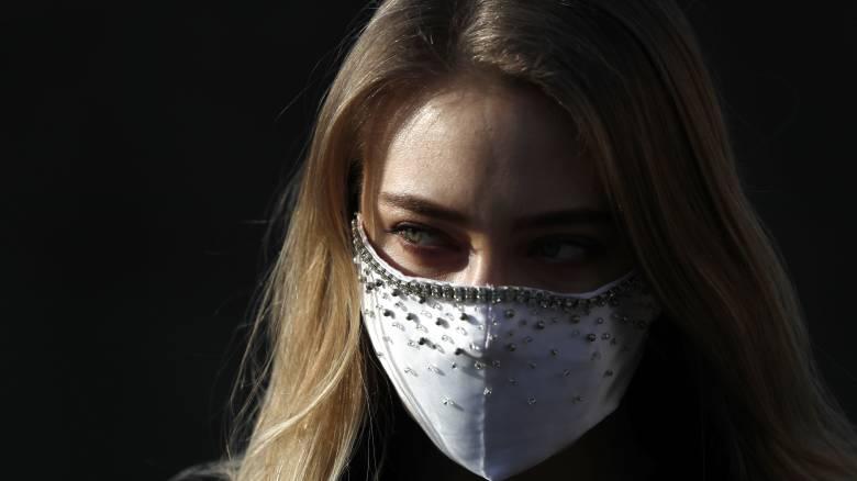 Κορωνοϊός: Η καραντίνα οξύνει τη βία κατά των γυναικών
