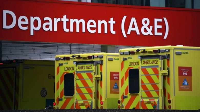 Κορωνοϊός - Βρετανία: Συνταξιούχος γιατρός που επέστρεψε στο πόστο του έχασε τη ζωή του από τον ιό