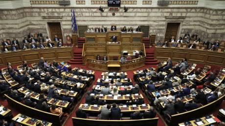 Βουλή: Μητσοτάκης και πολιτικοί αρχηγοί μιλούν για τα μέτρα αντιμετώπισης του κορωνοϊού