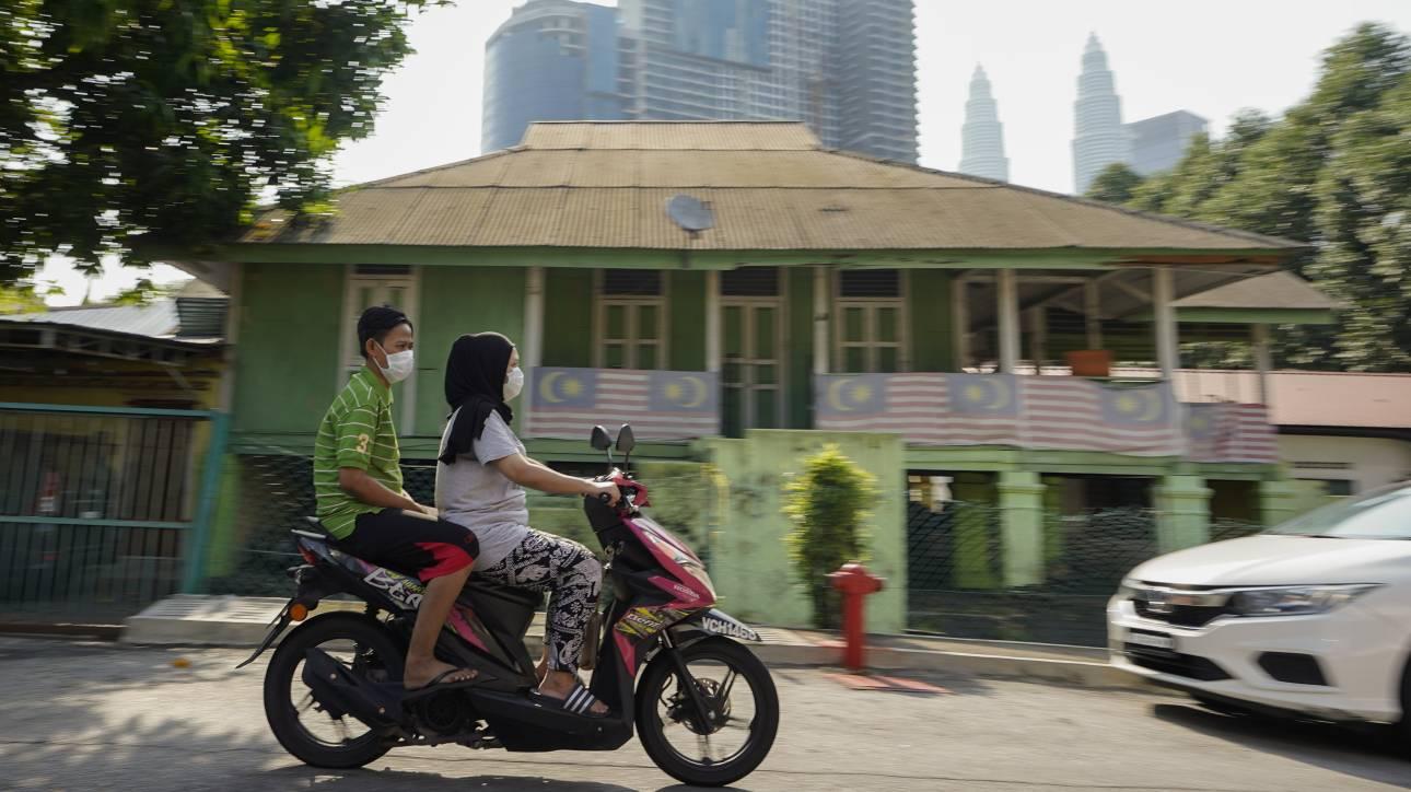 «Συγγνώμη» από την κυβέρνηση της Μαλαισίας για τις σεξιστικές οδηγίες εν μέσω κορωνοϊού