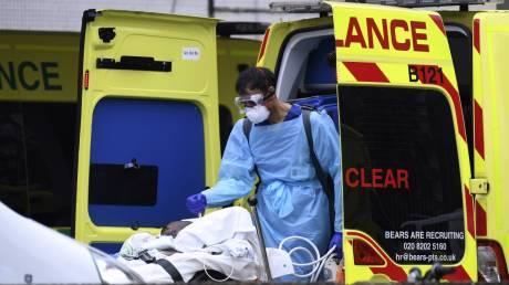 Κορωνοϊός: 569 νέοι νεκροί στη Βρετανία - Νέο αρνητικό ρεκόρ θανάτων