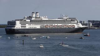 Κορωνοϊός: Ελλιμενίστηκε στη Φλόριντα το κρουαζιερόπλοιο Zaandam με τους τέσσερις νεκρούς