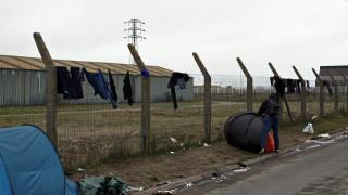 Κορωνοϊός - Γαλλία: Ξεκίνησε η μετακίνηση μεταναστών από τους καταυλισμούς του Καλαί