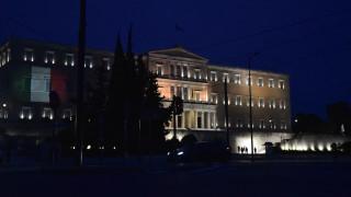 Κορωνοϊός: Στα χρώματα της Ιταλίας η Βουλή των Ελλήνων