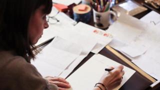 Συγκινημένη από τα γράμματα που έλαβε από μαθητές, δηλώνει η Κατερίνα Σακελλαροπούλου