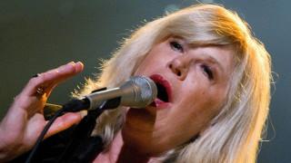 Κορωνοϊός: Θετική στον ιό η τραγουδίστρια Μάριαν Φέιθφουλ