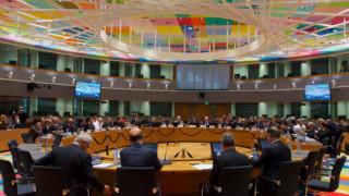 Σε αναζήτηση συμβιβαστικού πακέτου μέτρων το Eurogroup της Τρίτης