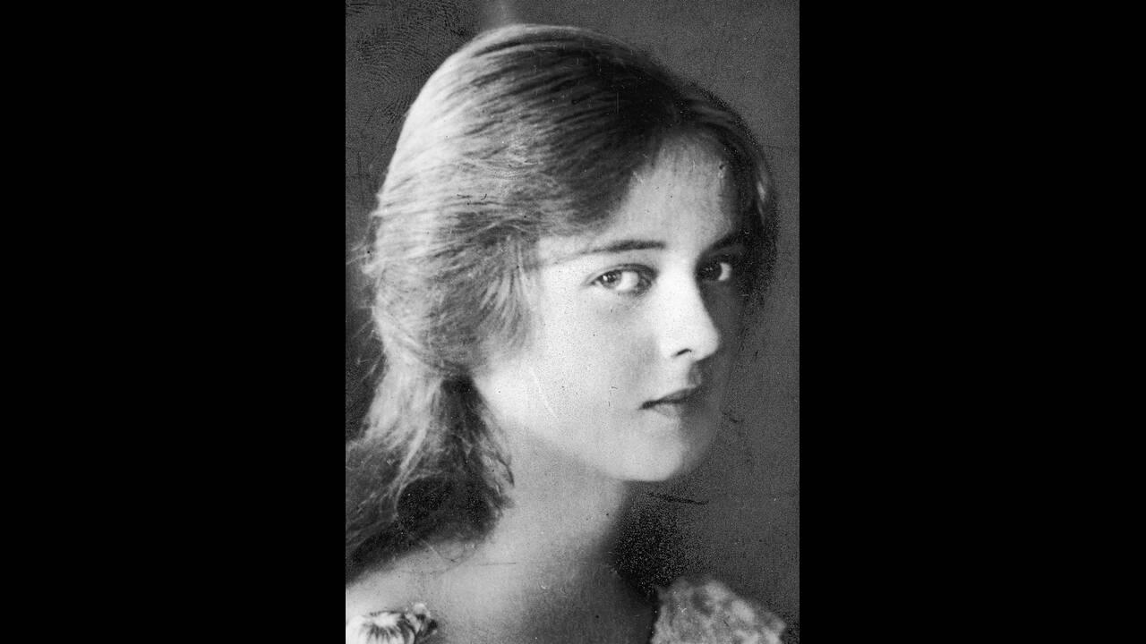 1923 Η ηθοποιός Μπέτι Ντέιβις, στα 15 της χρόνια.