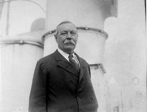 1923 Ο Σερ Άρθουρ Κόναν Ντόιλ, συγγραφέας του Σέρλοκ Χολμς, στο πλοίο SS Olympic.