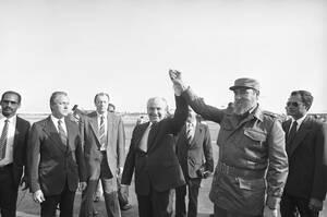 1989 Ο Σοβιετικός ηγέτης Μιχαήλ Γορμπατσόφ και ο Κουβανός Πρόεδρος Φιντέλ Κάστρο, στην Αβάνα της Κούβας.