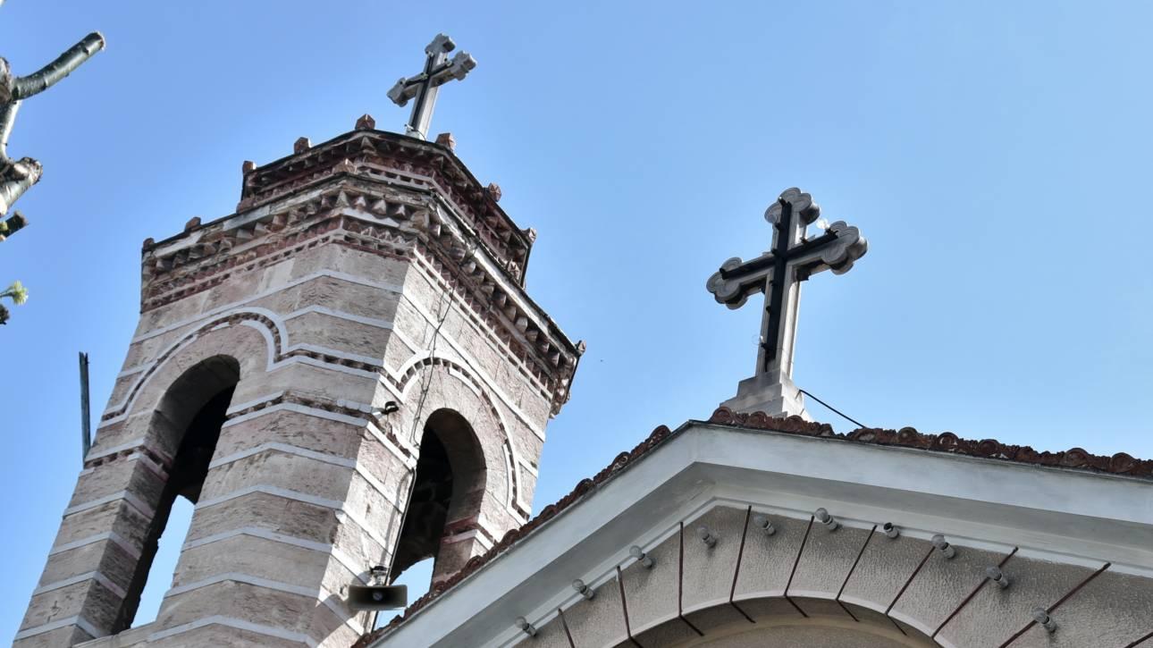 Κορωνοϊός - Πάτρα: Δεκάδες πολίτες συγκεντρώθηκαν σε εκκλησία - Παρέμβαση της Αστυνομίας