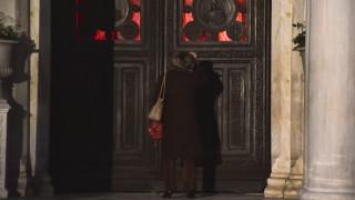 Συγκέντρωση 100 ατόμων και μια σύλληψη έξω από εκκλησία στην Αγία Βαρβάρα