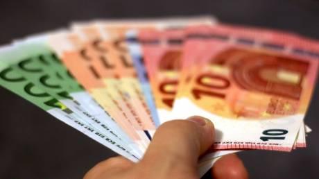 Κορωνοϊός: Ξεκινάνε οι πληρωμές για δώρα, επιδόματα και συντάξεις