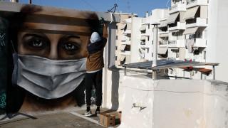 Κορωνοϊός: Διακεκριμένος Έλληνας γενετιστής εξηγεί πώς και «υγιείς» ασθενείς μπορεί να πεθάνουν