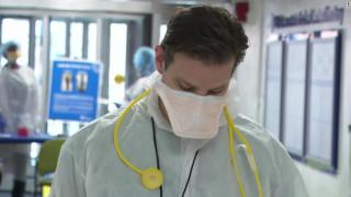Αποκλειστικό CNNi: «Εμπόλεμη ζώνη»: Στα Επείγοντα ενός νοσοκομείου της Ν. Υόρκης εν μέσω κορωνοϊού