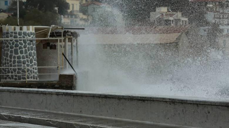 «Επέλαση» της κακοκαιρίας στη Μαγνησία: Χιονίζει στο Πήλιο - Δεμένα τα πλοία στον Βόλο