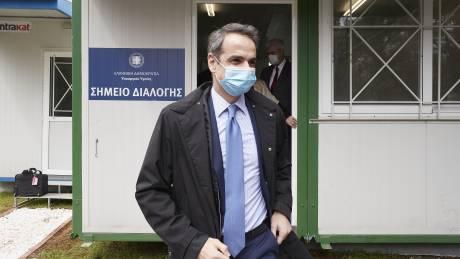Κορωνοϊός - Επίσκεψη Μητσοτάκη στο «Σωτηρία»: Συγχαρητήρια στους ήρωες πίσω από τις μάσκες