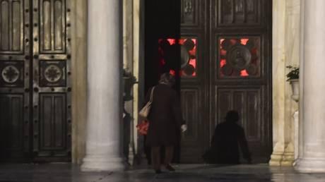Κορωνοϊός: Κεκλεισμένων των θυρών οι λειτουργίες του Πάσχα
