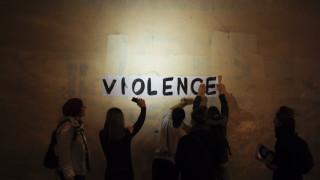 Κορωνοϊός: Οι γυναίκες καταγγέλλουν συνθηματικά την ενδοοικογενειακή βία στα φαρμακεία