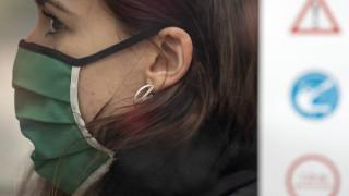 Κορωνοϊός: Οδηγίες για να φτιάξετε τη δική σας μάσκα σε 45 δευτερόλεπτα