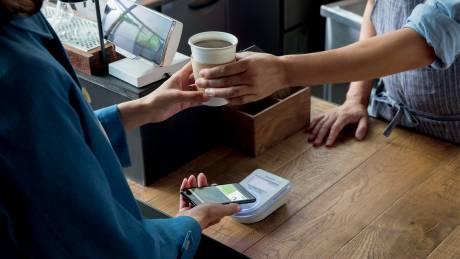 Διαθέσιμο το Apple Pay για τις κάρτες Visa της Alpha Bank