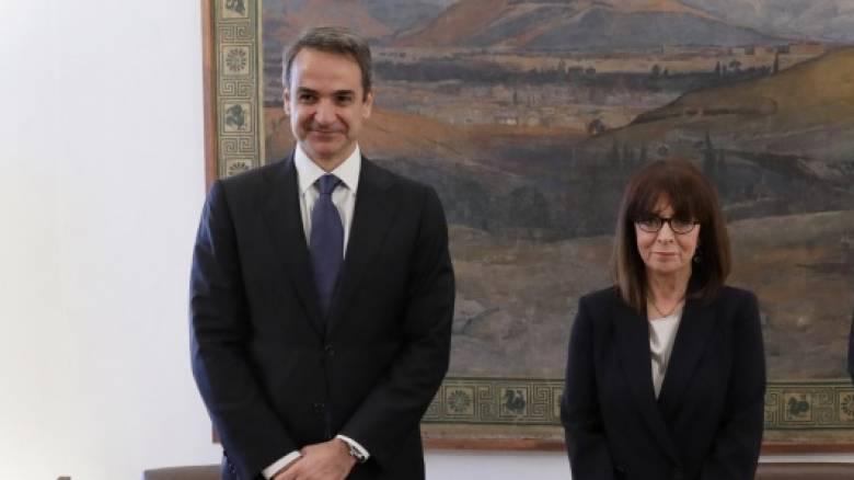 Κορωνοϊός: Σακελλαροπούλου - Μητσοτάκης στέλνουν μήνυμα κατά της ενδοοικογενειακής βίας
