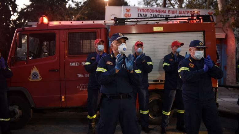 Κορωνοϊός - Θεσσαλονίκη: Το «ευχαριστώ» των πυροσβεστών σε γιατρούς και νοσηλευτές του ΑΧΕΠΑ