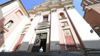 Κορωνοϊός: Drive-in... εξομολόγηση στην Πολωνία
