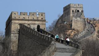 «Μαύρη λίστα» τουριστών φτιάχνει η Κίνα μετά τη βεβήλωση του Σινικού Τείχους