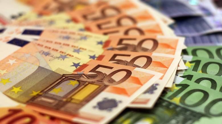 Κορωνοϊός: Πώς θα γίνει η καταβολή των 800 ευρώ