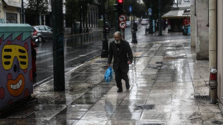 Καιρός: Συννεφιά και βροχές την Πέμπτη - Μικρή άνοδος της θερμοκρασίας