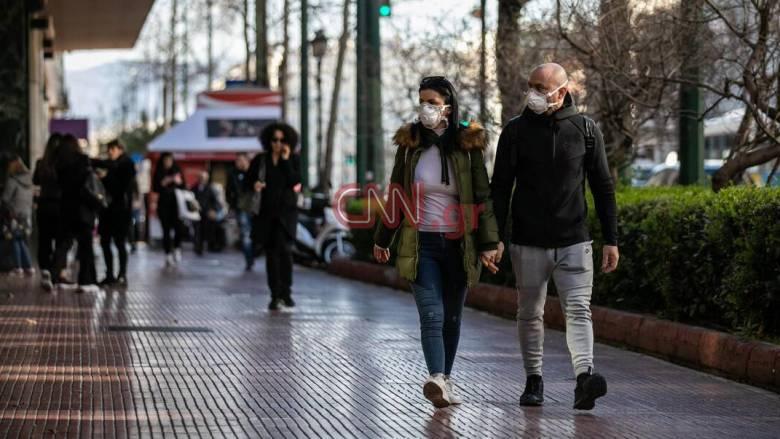 Κορωνοϊός: Πρέπει να φοράμε μάσκα ή όχι; Σήμερα οι απαντήσεις από τον Τσιόδρα