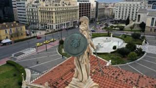 Independent: Πώς η Ελλάδα κατάφερε να ισιώσει την καμπύλη του κορωνοϊού