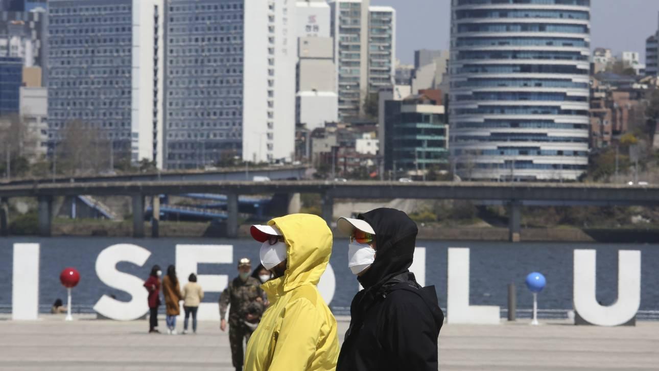 Για πιθανότητα «επανενεργοποίησης» του ιού σε θεραπευμένους ασθενείς, προειδοποιεί ο ΕΟΔΥ Ν. Κορέας