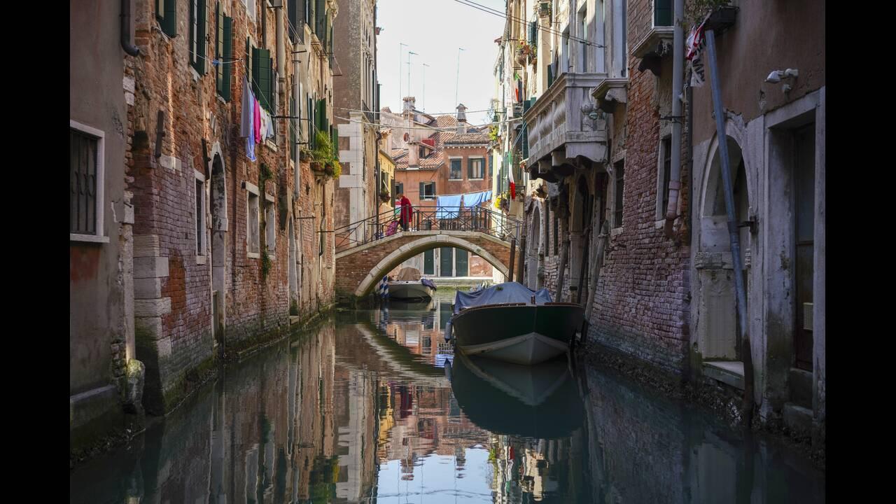 https://cdn.cnngreece.gr/media/news/2020/04/09/214666/photos/snapshot/Venice-3-Andrew-Medichini.jpg