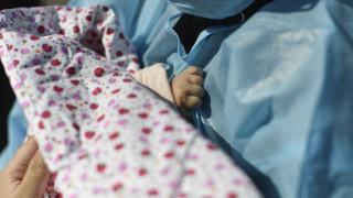 Κορωνοϊός στην Ελλάδα: Γεννήθηκε και τρίτο μωρό από μητέρα θετική στον ιό