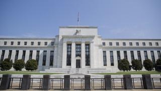 Προγράμματα ενίσχυσης της ρευστότητας ύψους 2,3 τρισ. δολαρίων δρομολογεί η Fed