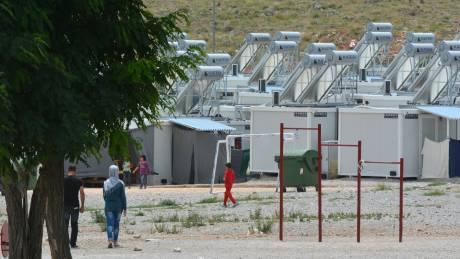 Σε καραντίνα και δομή προσφύγων στη Λάρισα