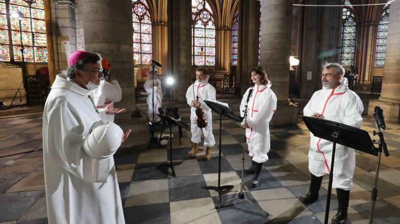 Κορωνοϊός: Η Mεγάλη Παρασκευή των Καθολικών στην Παναγία των Παρισίων