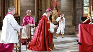 Η Mεγάλη Παρασκευή των Καθολικών στην Παναγία των Παρισίων